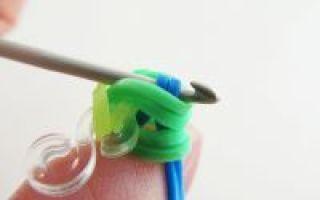 Как сплести из резинок кошелек: плетем на пальцах и на крючке