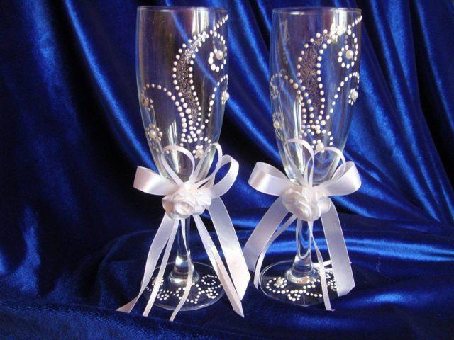 Бокалы на свадьбу своими руками: мастер класс с кружевом и со стразами пошагово