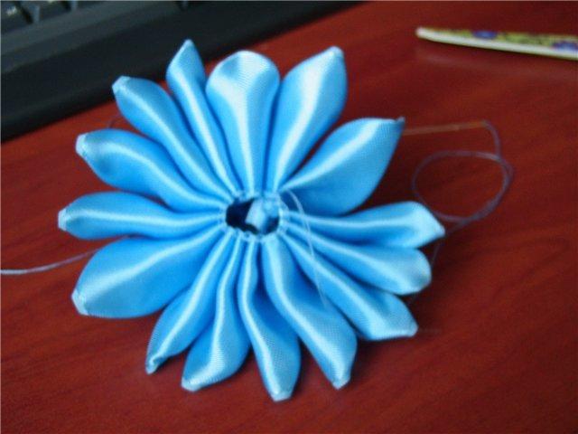 Цветы из лент своими руками: подробная фото-подборка с инструкциями
