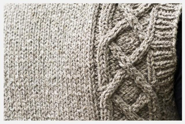 Безрукавка вязаная спицами для женщин: детская и мужская выкройка для начинающих