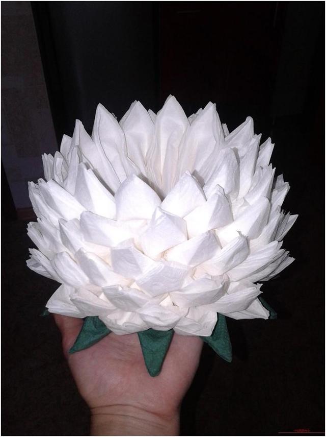 Как сделать цветы из салфеток своими руками: инструкция с фото и видео поэтапно