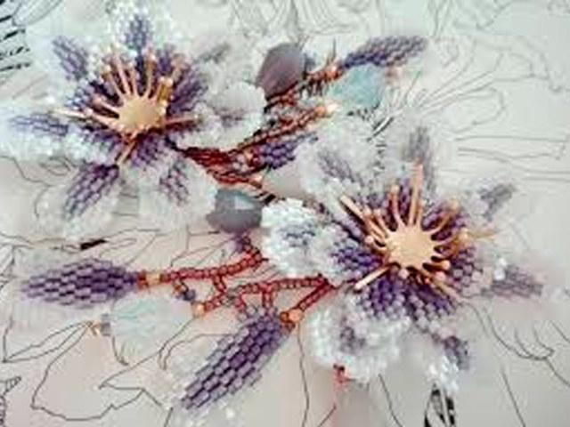 Цветы из бисера своими руками: как сделать поделки (с фото инструкциями)
