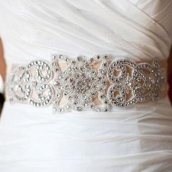 Как украсить платье своими руками: кружевом и бусинами