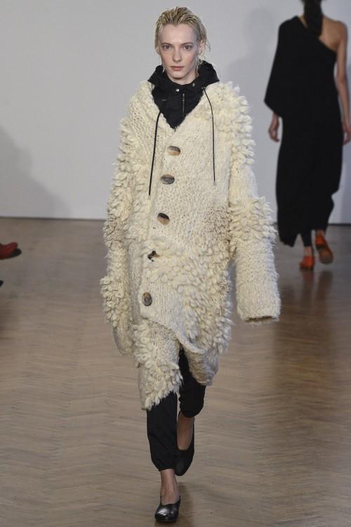 Вязаные пальто спицами со схемами и описанием: модные модели 2016