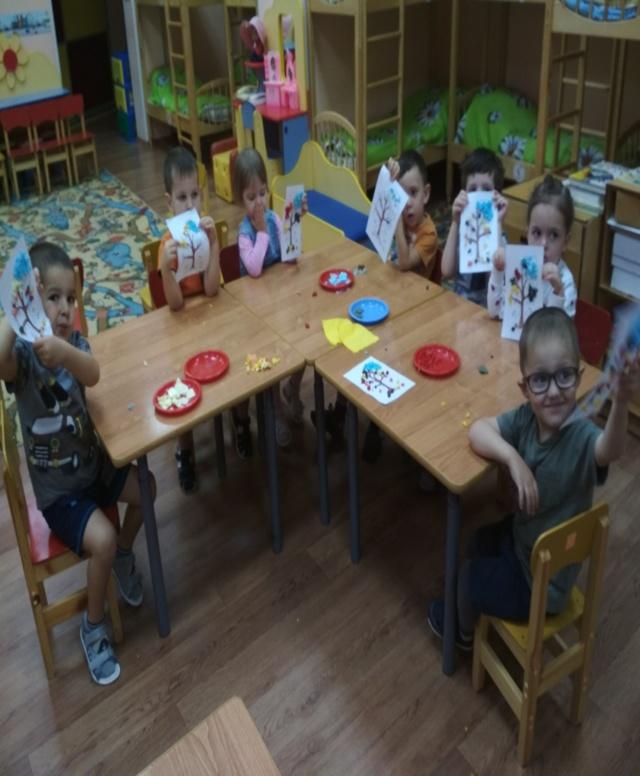 Аппликация из салфеток для детей: варианты на тему осень с фото-подборкой