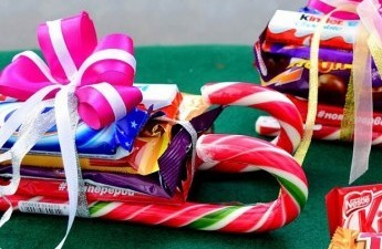 Фрукты из конфет: мастер класс своими руками