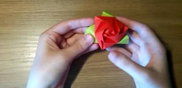 Как сделать оригами из бумаги: розу, цветы, кораблик и лебедя поэтапно