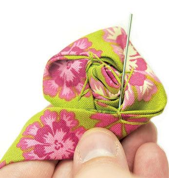 Как сделать розу из ткани своими руками: изготовление пошагово и выкройка для начинающих