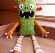 Игрушки из подручных материалов своими руками: детские модели с исполнением пошагово