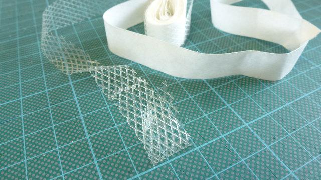 Как подшить брюки: варианты с помощью клейкой ленты и с помощью паутинки